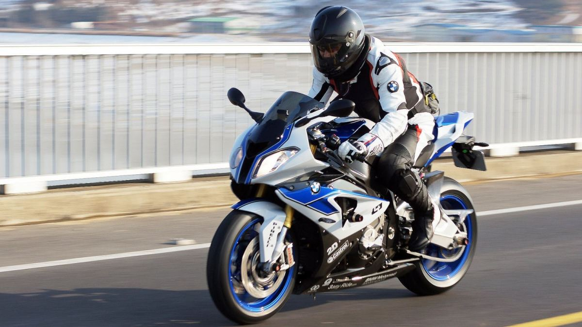 2015-BMW-S1000RR-HP4-The-Ultimate.jpg