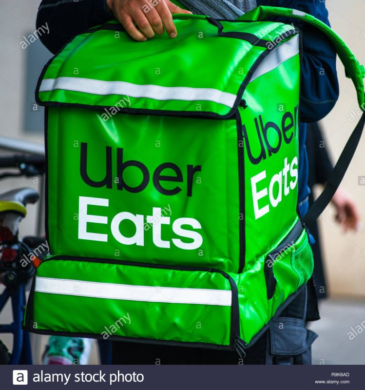 uber-eats-is-an-american-online-food-ordering-and-delivery-service-delivery-in-progress-on-vienna-street-austria-R9K6AD.jpg.75b02d4d5a46c1271b31b5e8c47388ce.jpg